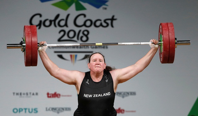 https: img.okezone.com content 2021 07 22 43 2444618 jadi-atlet-transgender-pertama-di-olimpiade-laurel-hubbard-timbulkan-pro-kontra-ZmweVT7Tkt.jpg