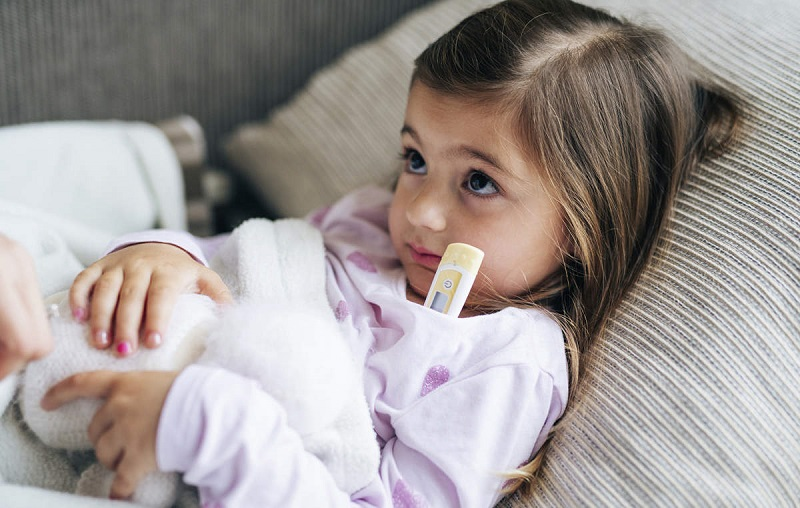 https: img.okezone.com content 2021 07 22 481 2444481 apa-perbedaan-gejala-covid-19-pada-anak-dan-orang-dewasa-QLZicATYPE.jpg