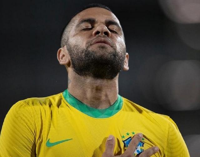 https: img.okezone.com content 2021 07 22 51 2444096 berusia-38-tahun-dani-alves-tak-sabar-debut-di-olimpiade-tokyo-2020-bersama-timnas-brasil-ZM7j0O9opF.jpg