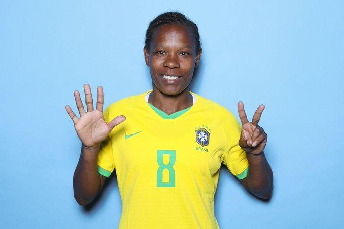 https: img.okezone.com content 2021 07 22 51 2444172 luar-biasa-formiga-jadi-atlet-perempuan-pertama-yang-tampil-di-7-olimpiade-b9pnxmqOik.jpg