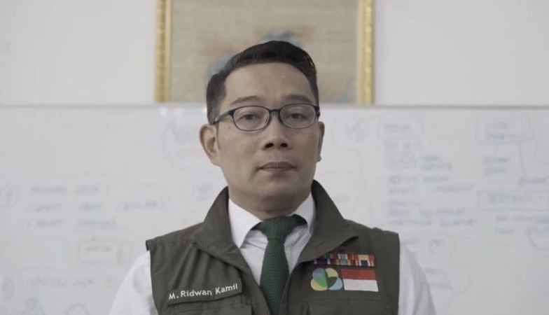 https: img.okezone.com content 2021 07 22 525 2444404 ridwan-kamil-sisir-warga-tak-terdata-bakal-dapat-bansos-ppkm-darurat-iAuo9PdgtU.jpg