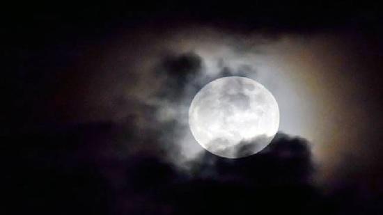 https: img.okezone.com content 2021 07 22 56 2444288 intip-4-fenomena-astronomi-di-pekan-ketiga-juli-2021-ada-fase-bulan-purnama-C68tsfHBqs.jpg
