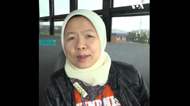 https: img.okezone.com content 2021 07 22 614 2444348 muslimah-indonesia-ini-jadi-sopir-bus-sekolah-di-amerika-selalu-dipuji-berkat-jilbabnya-KPoO66ksHL.jpg