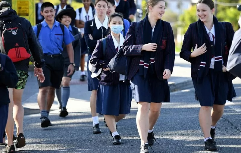 https: img.okezone.com content 2021 07 23 18 2444712 australia-setujui-vaksin-pfizer-untuk-anak-anak-usia-12-15-tahun-MM2kXNFzHb.jpg
