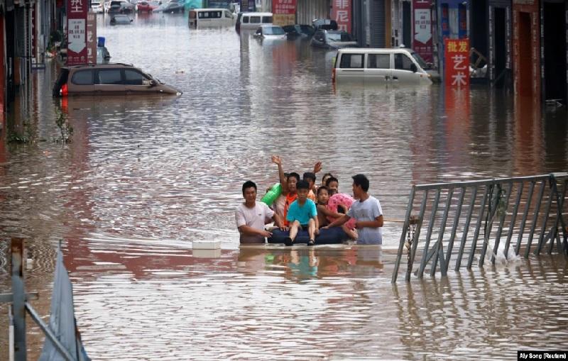 https: img.okezone.com content 2021 07 23 18 2444764 orang-orang-bersatu-padu-di-medsos-bantu-korban-banjir-7FB2ZlqfLw.jpg