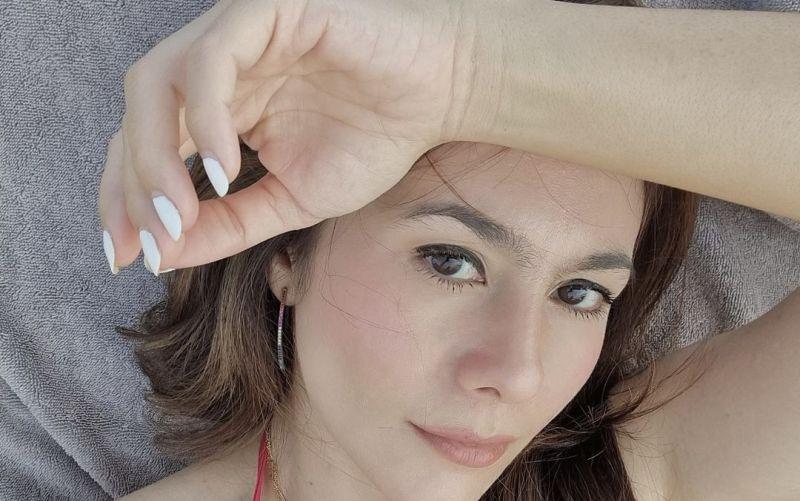 https: img.okezone.com content 2021 07 23 33 2445037 wulan-guritno-menggoda-pakai-bikini-merah-netizen-meresahkan-para-jomblo-5kGv93Cycn.jpg