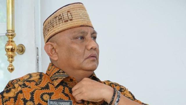 https: img.okezone.com content 2021 07 23 340 2444790 gubernur-gorontalo-dan-istri-positif-covid-19-Sy1gXcXJz3.jpg