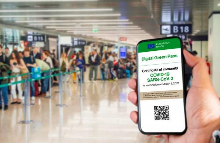 https: img.okezone.com content 2021 07 23 406 2444731 italia-perluas-penggunaan-green-pass-imbas-lonjakan-kasus-covid-19-loISG7KXGF.JPG
