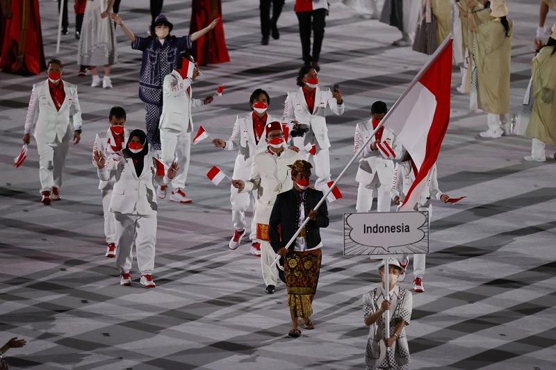https: img.okezone.com content 2021 07 23 43 2445086 elegan-rio-waida-pimpin-parade-atlet-indonesia-di-upacara-pembukaan-olimpiade-tokyo-2020-9lLx1HB5eR.jpg
