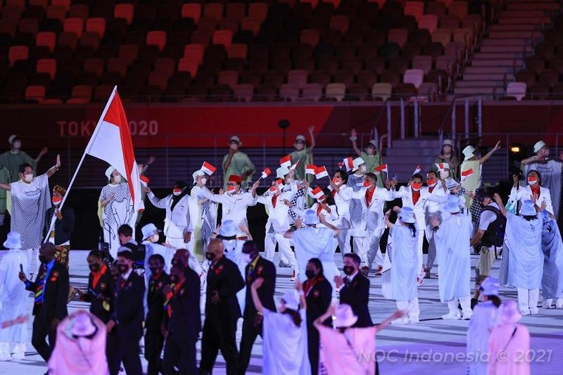 https: img.okezone.com content 2021 07 23 43 2445110 upacara-pembukaan-olimpiade-tokyo-2020-kontingen-indonesia-tampil-gagah-CxQ5kUliMK.jpg