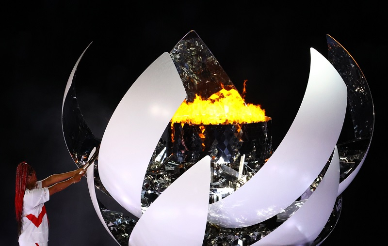 https: img.okezone.com content 2021 07 23 43 2445141 naomi-osaka-nyalakan-api-olimpiade-upacara-pembukaan-olimpiade-tokyo-2020-berakhir-lgHR4t48R2.jpg