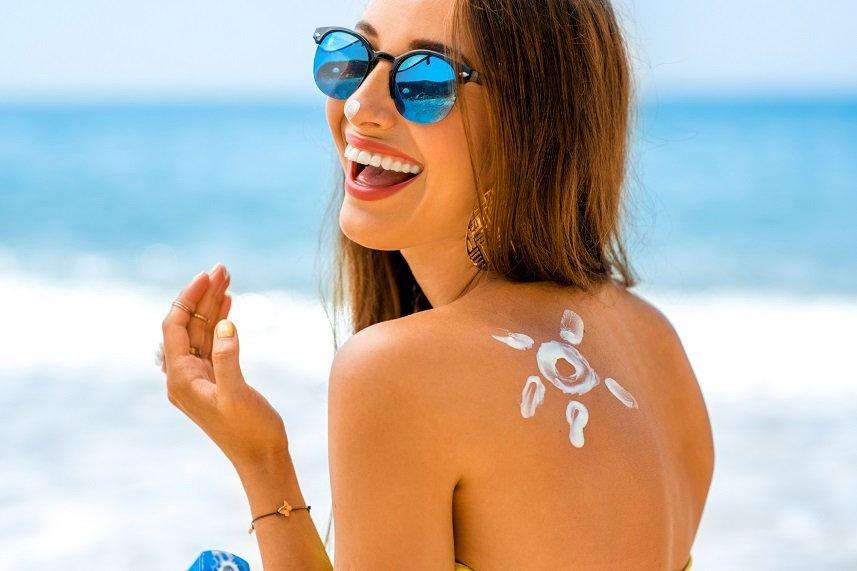 https: img.okezone.com content 2021 07 23 611 2444860 tips-pakai-sunscreen-tanpa-khawatir-jerawatan-IeXgkwtMTW.jpg
