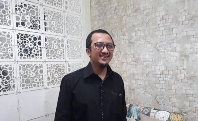 https: img.okezone.com content 2021 07 23 614 2445102 ustadz-yusuf-mansur-diisukan-meninggal-faktanya-sedang-asyik-makan-roti-canai-Vt51NW1N0x.jpg