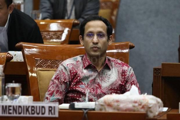 https: img.okezone.com content 2021 07 23 65 2444962 menteri-nadiem-jelaskan-3-hal-tentang-statuta-universitas-indonesia-LZUW5YGGL8.jpg