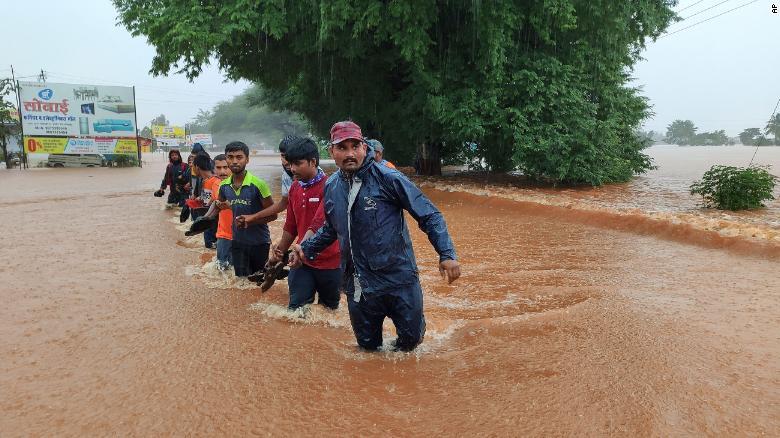 https: img.okezone.com content 2021 07 24 18 2445369 hujan-lebat-picu-banjir-dan-tanah-longsor-112-orang-tewas-HvfoSES2kg.jpg