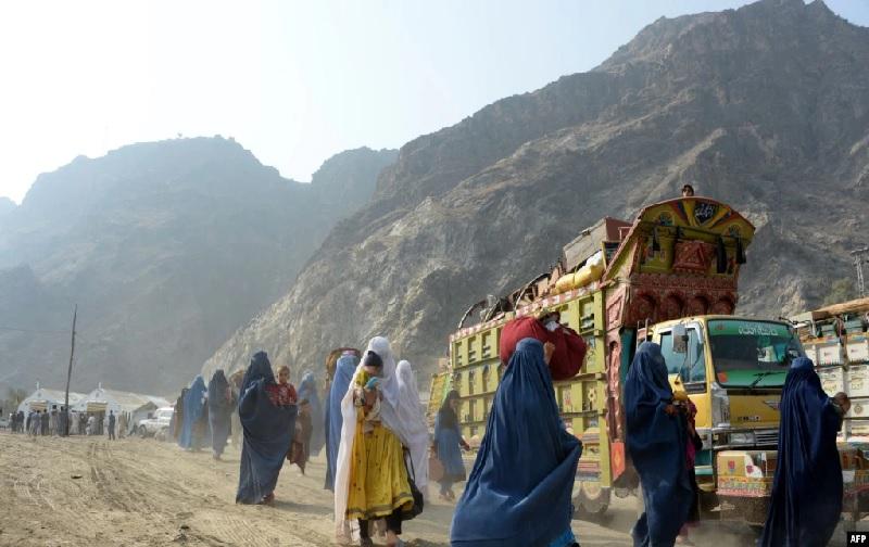 https: img.okezone.com content 2021 07 24 18 2445430 biden-alokasikan-dana-darurat-rp1-4-triliun-untuk-pengungsi-afghanistan-ecKhhqGrR8.jpg