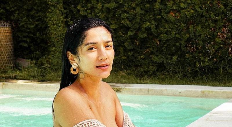 https: img.okezone.com content 2021 07 24 194 2445169 pose-seksi-fanny-ghassani-di-kolam-renang-bikin-netizen-geregetan-lK0Tp86c2C.jpg