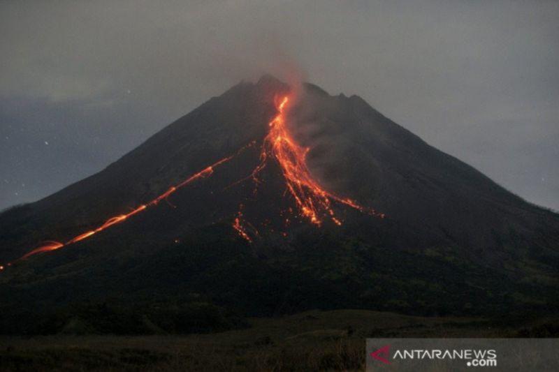 https: img.okezone.com content 2021 07 24 510 2445192 kubah-lava-merapi-tumbuh-2-8-juta-meter-kubik-pOuV4ZUTp4.jpg