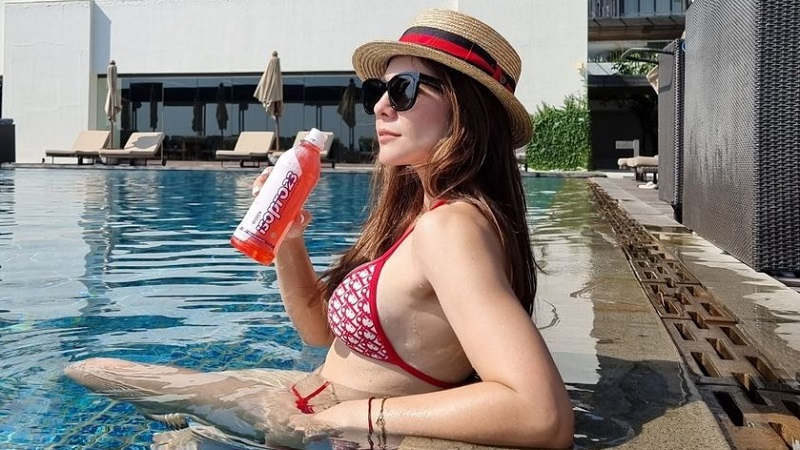 https: img.okezone.com content 2021 07 25 194 2445828 5-potret-wulan-guritno-pakai-bikini-bikin-terpana-netizen-langsung-naik-nih-imun-NLtkL47EE9.jpg