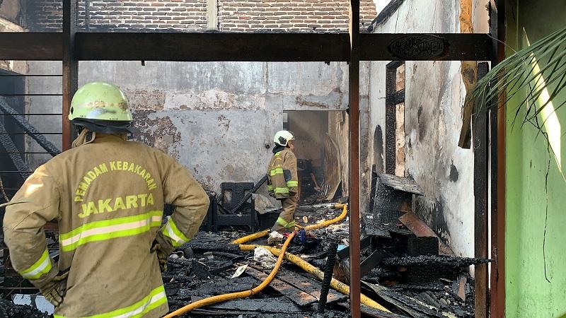 https: img.okezone.com content 2021 07 25 338 2445708 kebakaran-di-tanah-abang-satu-rumah-ludes-dilahap-si-jago-merah-vJCgTX63lE.jpeg