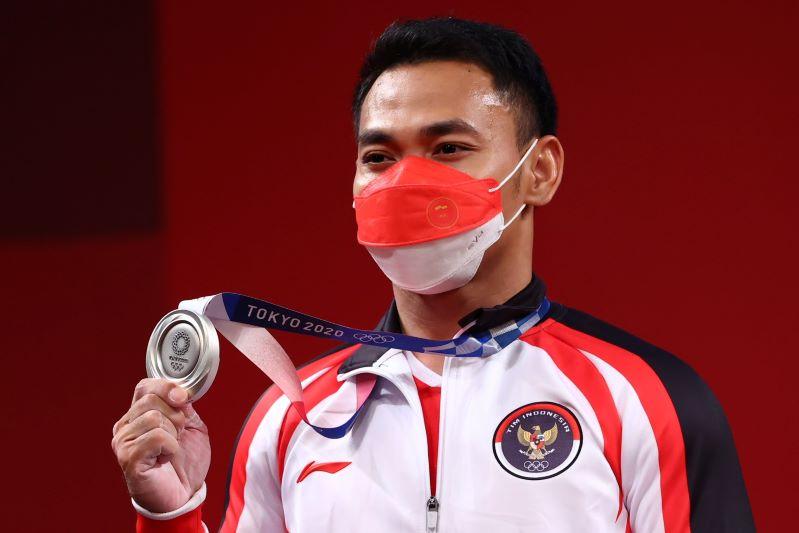 https: img.okezone.com content 2021 07 25 43 2445725 medali-perak-olimpiade-tokyo-2020-jadi-kado-ultah-eko-yuli-irawan-yang-ke-32-h5jfiV7RJf.JPG