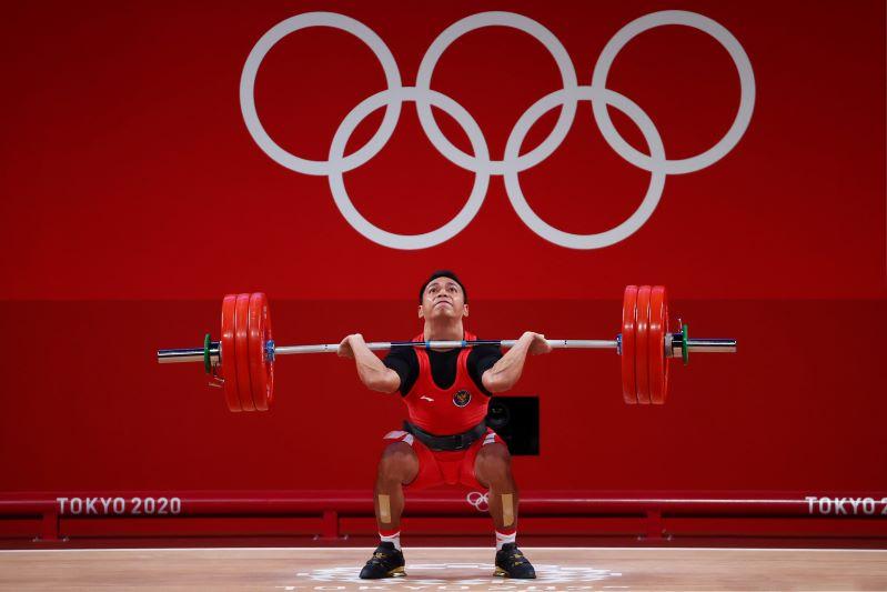 https: img.okezone.com content 2021 07 25 43 2445824 usai-sumbang-medali-perak-untuk-indonesia-di-olimpiade-tokyo-2020-eko-yuli-putuskan-pensiun-cYh4TQWvdY.JPG