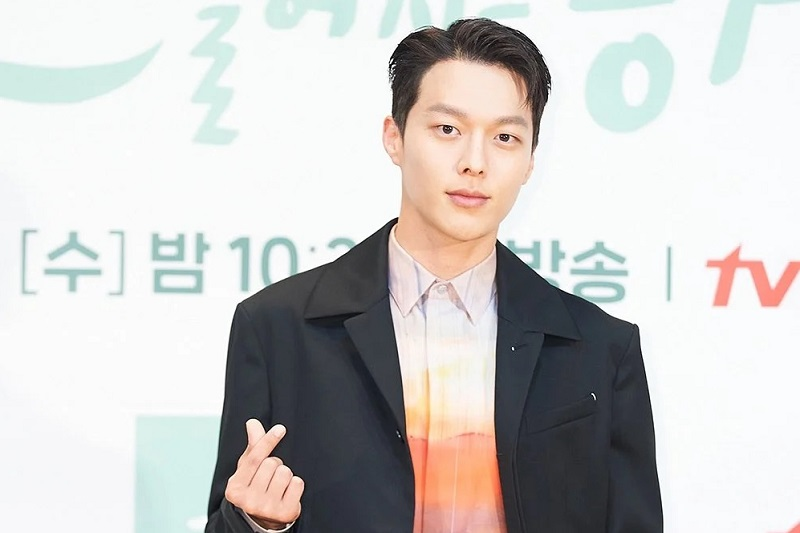 https: img.okezone.com content 2021 07 26 33 2446159 aktor-jang-ki-yong-bersiap-wamil-bulan-depan-BQBWsOJAbv.jpg