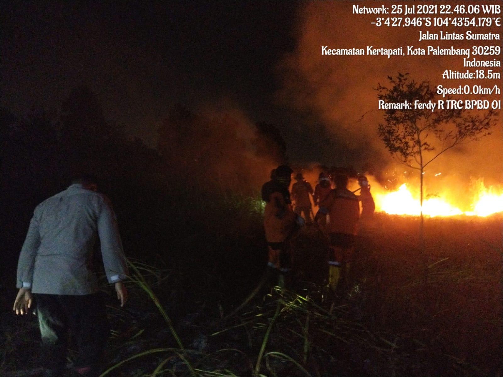 https: img.okezone.com content 2021 07 26 340 2445970 satgas-gabungan-ogan-ilir-berhasil-padamkan-4-04-hektare-lahan-terbakar-gT6OrXsYoF.jpeg