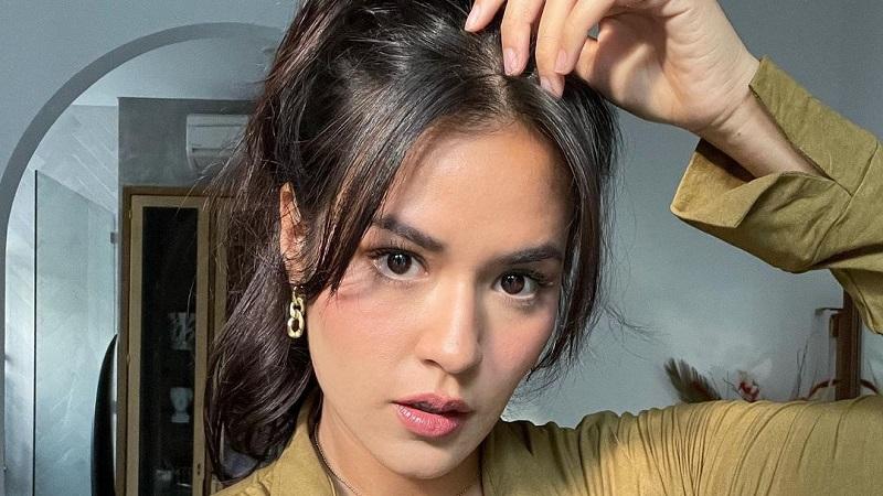 https: img.okezone.com content 2021 07 26 611 2446082 cantiknya-raisa-selfie-tanpa-editan-pakai-baju-ketat-netizen-mimisan-dah-sA7UTfTNej.jpg