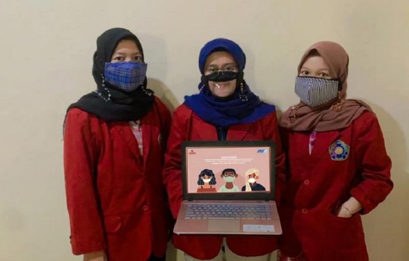 https: img.okezone.com content 2021 07 26 612 2446294 mahasiswa-di-malang-ciptakan-masker-anti-covid-19-khusus-bagi-tuna-rungu-UjxwdAAGQ7.jpg