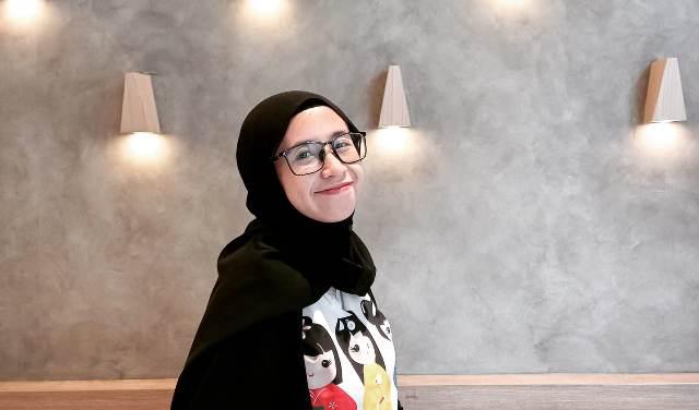https: img.okezone.com content 2021 07 26 617 2446166 hijabers-lebih-favorit-jilbab-segi-empat-pashmina-atau-bergo-5t6mzVBp0l.jpeg