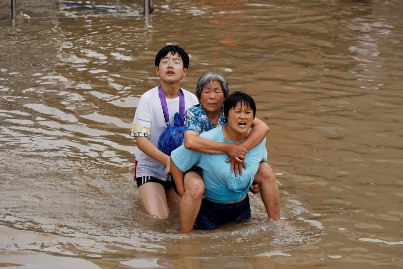 https: img.okezone.com content 2021 07 27 18 2446533 korban-tewas-banjir-china-bertambah-jadi-69-orang-5-masih-hilang-bfZ4hdtUY1.JPG