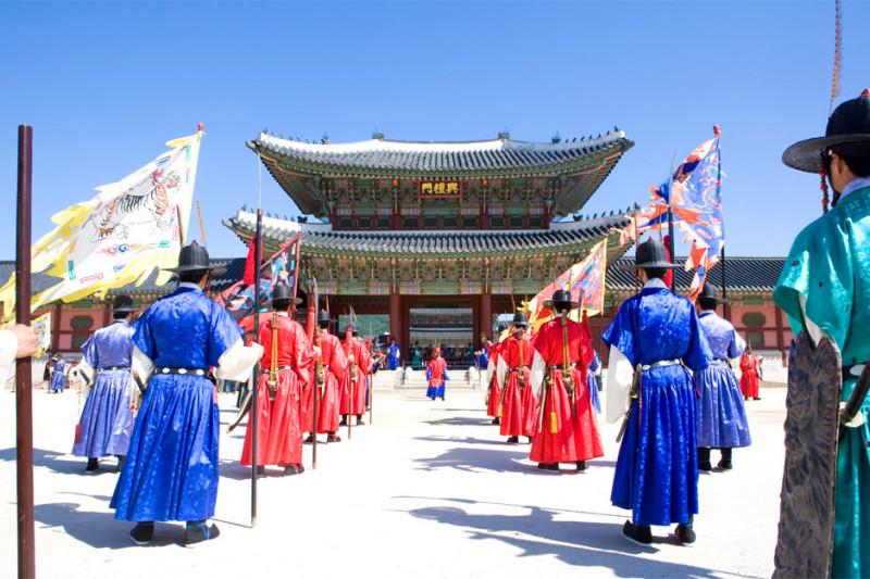 https: img.okezone.com content 2021 07 27 408 2446528 dear-kpopers-ini-4-destinasi-wisata-hits-di-korea-lokasi-syuting-bts-MBLedRCsv9.jpeg