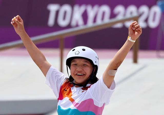 https: img.okezone.com content 2021 07 27 612 2446738 baru-13-tahun-2-atlet-skateboard-ini-cetak-sejarah-di-olimpiade-tokyo-2020-UUmSKpV2wf.jpeg