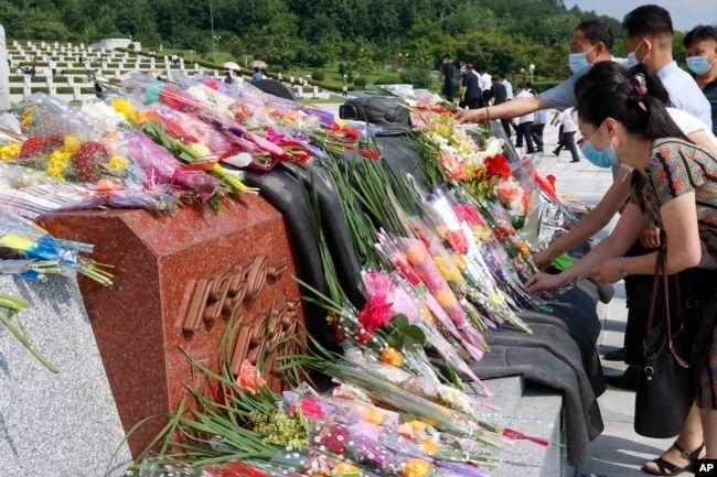 https: img.okezone.com content 2021 07 28 18 2447020 warga-korut-peringati-68-tahun-berakhirnya-perang-korea-FFj1fooqWZ.jpg