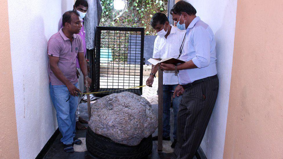 https: img.okezone.com content 2021 07 28 18 2447068 batu-permata-terbesar-di-dunia-ditemukan-di-halaman-belakang-rumah-ditaksir-seharga-rp1-4-triliun-7lz7qVX1lo.jpg