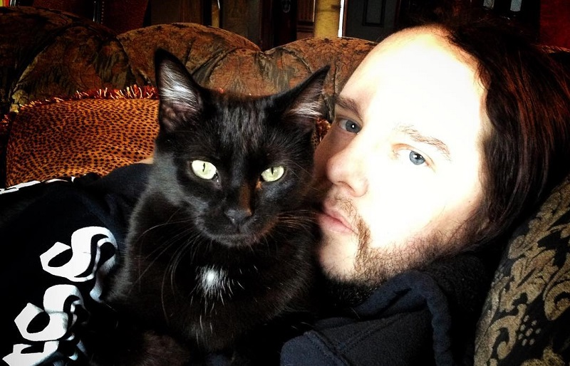 https: img.okezone.com content 2021 07 28 205 2447524 profil-joey-jordison-eks-drummer-slipknot-yang-meninggal-dunia-ketika-tidur-ulbR798DTl.jpg