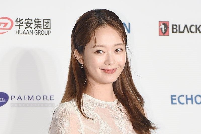 https: img.okezone.com content 2021 07 28 206 2447587 jeon-so-min-digaet-bintangi-drama-remake-cleaning-up-0FU6AYr0VJ.jpg