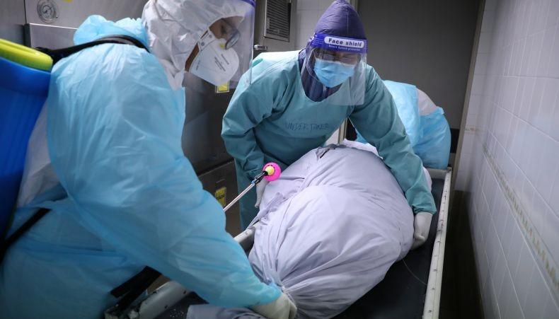 https: img.okezone.com content 2021 07 28 337 2447490 kematian-covid-19-meningkat-36-kemenkes-akan-evaluasi-pasien-isoman-dan-isolasi-di-rs-75FOEi3MBN.jpg