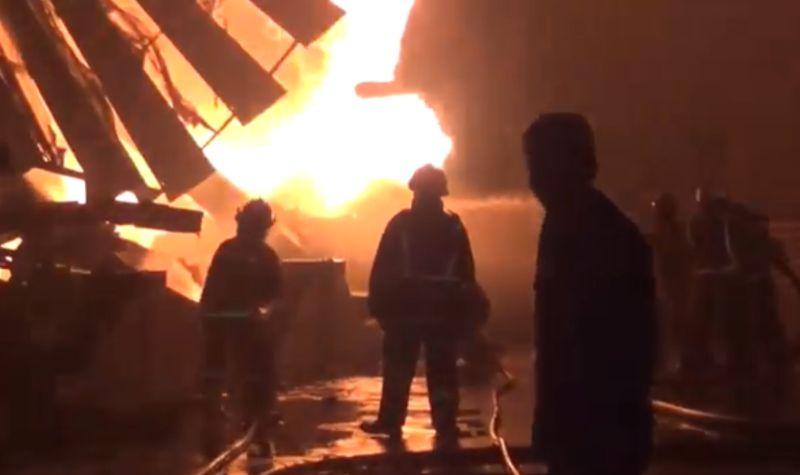 https: img.okezone.com content 2021 07 28 338 2447318 kebakaran-landa-lantai-10-apartemen-signature-jaksel-27hYCaYuOh.jpg