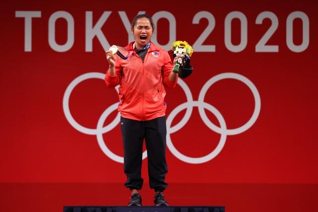 https: img.okezone.com content 2021 07 28 43 2447347 hidilyn-diaz-anak-tukang-becak-yang-cetak-sejarah-di-olimpiade-tokyo-2020-35xl0Db15z.jpg