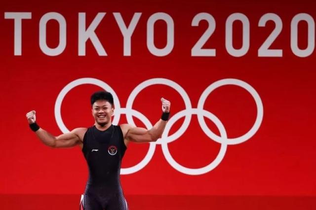 https: img.okezone.com content 2021 07 28 43 2447555 dapat-medali-perunggu-di-olimpiade-tokyo-2020-rahmat-erwin-abdullah-selalu-ingat-pesan-ayah-tkzKizm1zu.JPG