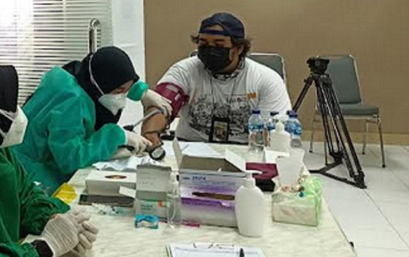 https: img.okezone.com content 2021 07 28 481 2447391 peserta-akui-vaksinasi-di-sentra-vaksinasi-mnc-peduli-alurnya-mudah-z38Q3zYegI.jpg