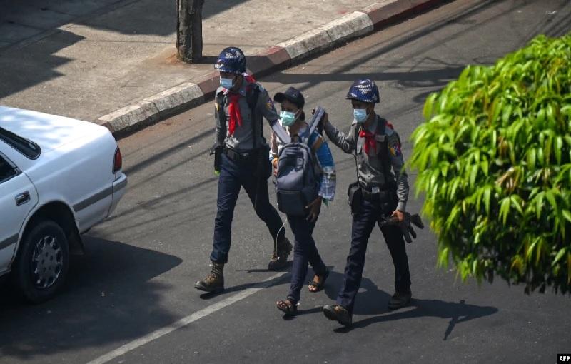 https: img.okezone.com content 2021 07 29 18 2447618 32-wartawan-masih-ditahan-di-myanmar-AZ05sawl4y.jpg
