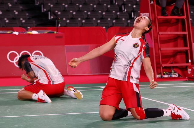 https: img.okezone.com content 2021 07 29 40 2447999 cetak-sejarah-greysia-apriyani-jadi-ganda-putri-indonesia-pertama-yang-lolos-ke-semifinal-olimpiade-dGOjyPwXMB.JPG