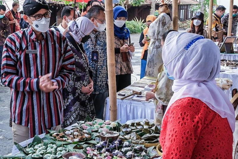 https: img.okezone.com content 2021 07 29 406 2447992 tawarkan-pengalaman-berbeda-desa-wisata-jadi-harapan-kebangkitan-pariwisata-indonesia-y9SStPL6Jc.jpeg