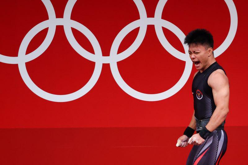 https: img.okezone.com content 2021 07 29 43 2447679 rebut-medali-perunggu-di-olimpiade-tokyo-2020-presiden-jokowi-selamat-rahmat-erwin-abdullah-bkpmBHHkB5.JPG