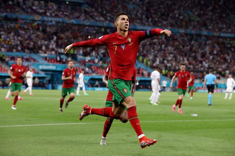 https: img.okezone.com content 2021 07 29 51 2447662 5-pencapaian-terbesar-cristiano-ronaldo-di-sepakbola-nomor-1-jadi-sorotan-PqQMBzt5mu.jpg
