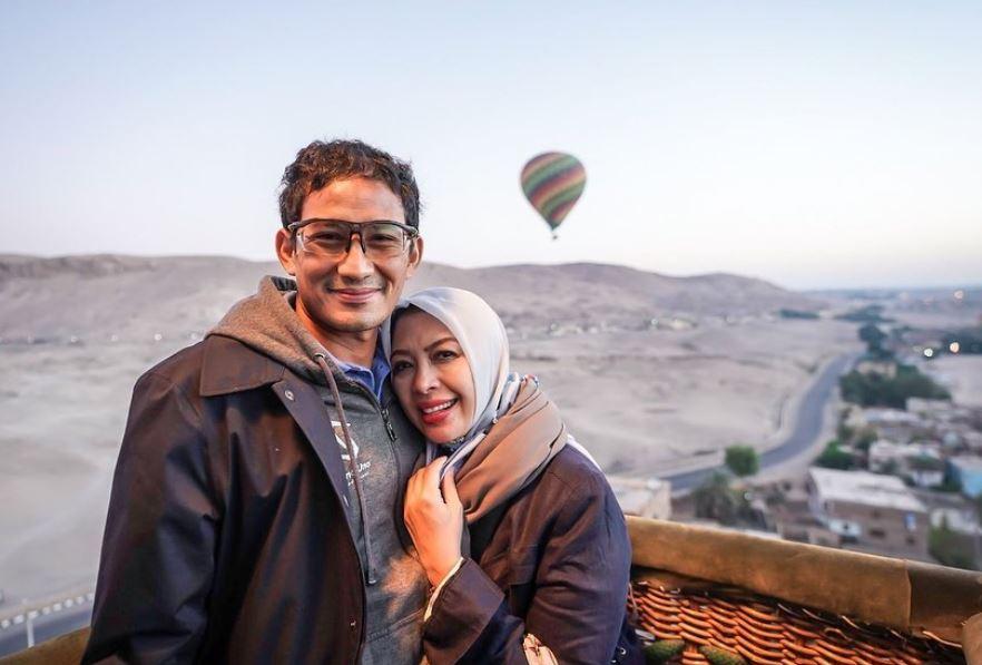 https: img.okezone.com content 2021 07 29 549 2447788 ulang-tahun-pernikahan-perak-intip-momen-mesra-liburan-sandiaga-nur-asia-uno-yEb11BiOXr.JPG