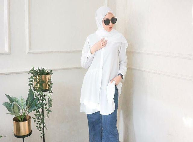 https: img.okezone.com content 2021 07 29 617 2447739 5-ootd-tunik-cantik-untuk-hijaber-layer-sleeves-hingga-earth-color-ICKNJ8rsqk.jpg